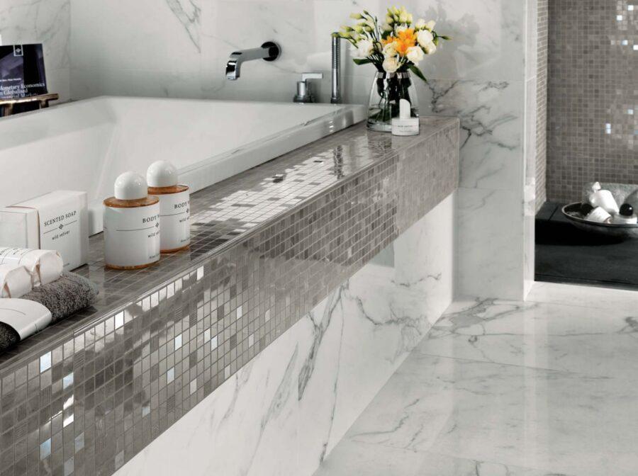 Зеркальная мозаика в интерьере ванной и кухни
