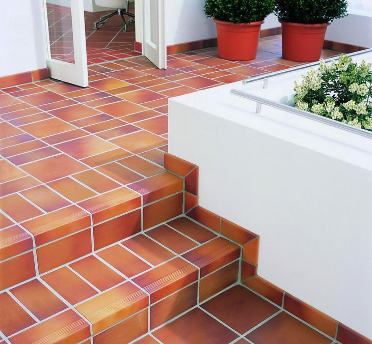 Укладка плитки на террасе